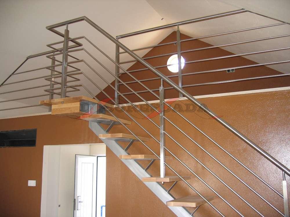 decorescada escada reta de viga central em ferro madeira. Black Bedroom Furniture Sets. Home Design Ideas